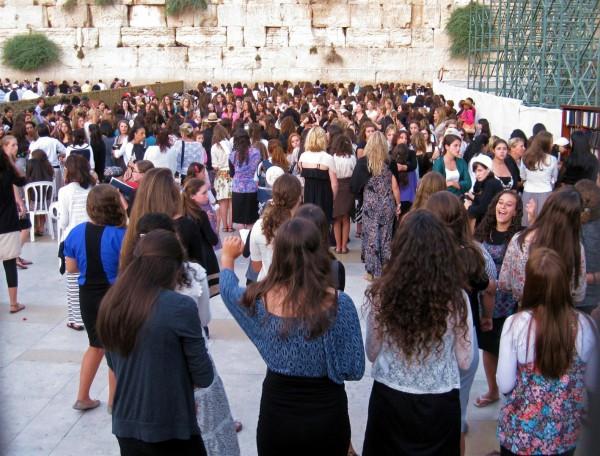 prayer-Jerusalem-Kotel-women