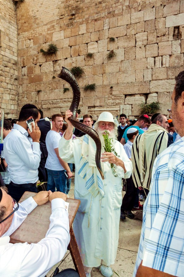 kittel-Sukkot-Feast of Tabernacles-Jewish prayer