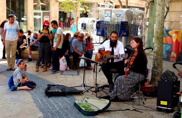 busking-Israel-violin-guitar