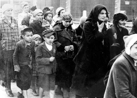 Holocaust-victims-death camp