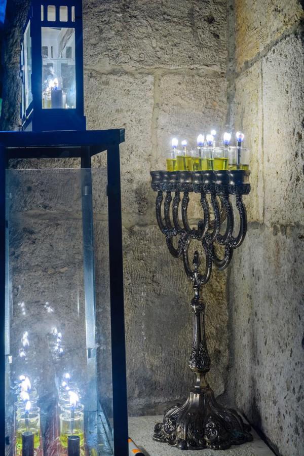 hanukkiah, Hanukkah menorah, oil lamps,