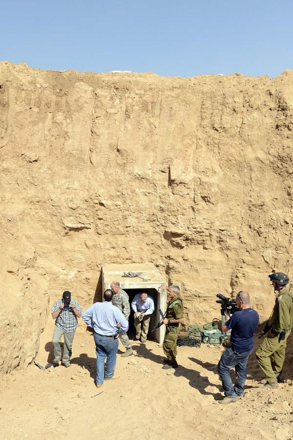 United States Ambassdor Shapiro visits a terrorist tunnel discovered in Ein Hashlosha (October 17, 2013).   (Photo by  Matty Stern/U.S. Embassy Tel Aviv)