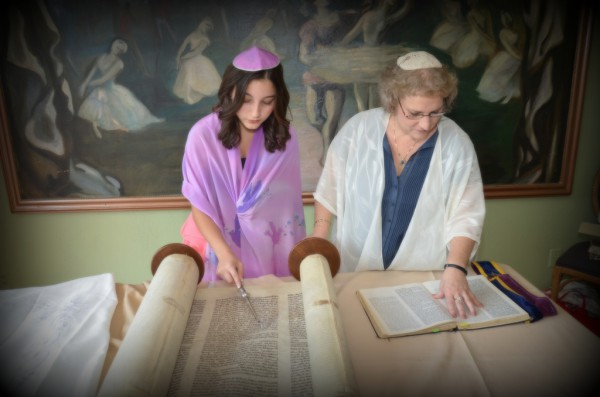 12-year-old reads Torah for the first time with Rabbi nearby
