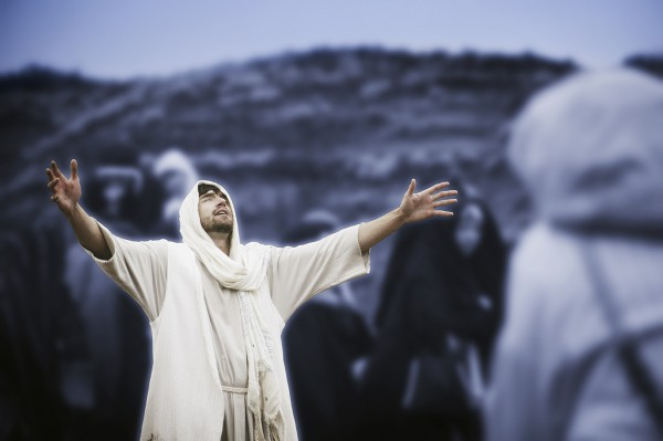 Yeshua prays amidst the people.